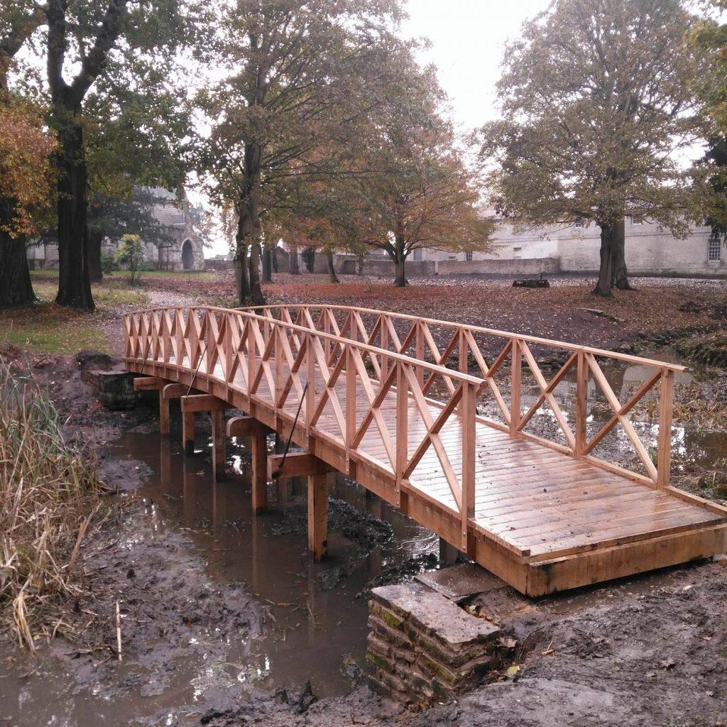 02-victorian-style-arched-bridge-replica