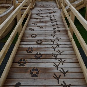 animal-tracks-on-decking-etching-post-wooden-carving-sculpture-by-the-wild-deck-company