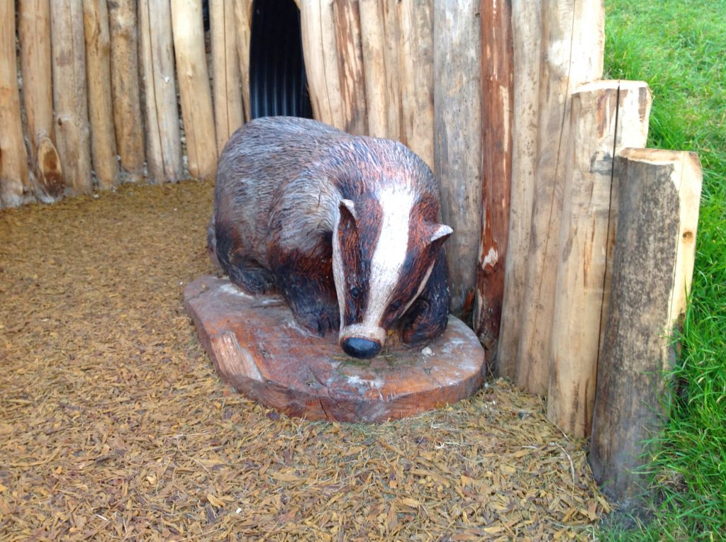 badger-sculpture-wooden-carving-by-the-wild-deck-company