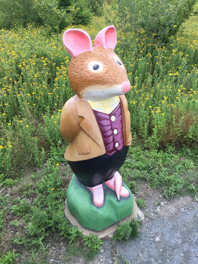 Brambly hedge wooden sculpture mr mouse abberton reservoir site revisit e1509811212960