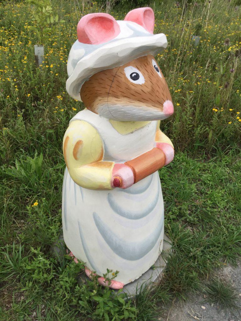 Brambly hedge wooden sculpture nanny mouse abberton reservoir site revisit e1509811252223