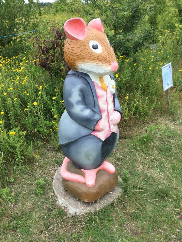 Brambly hedge wooden sculpture smart mouse abberton reservoir site revisit e1509811268323