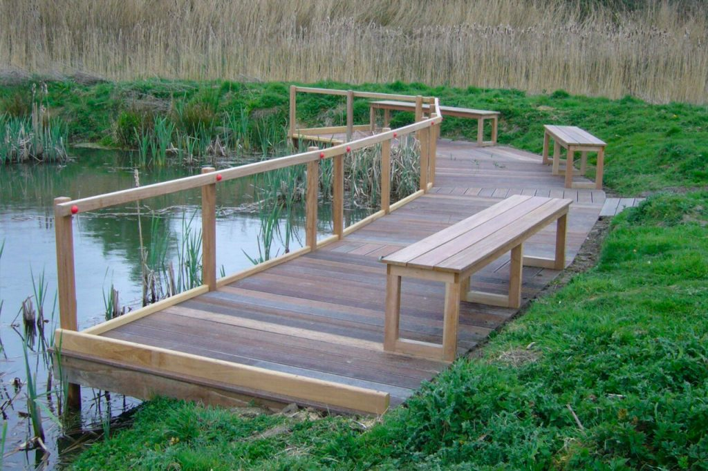 large-curved-viewing-platform-at-rspb-newport-by-the-wild-deck-company