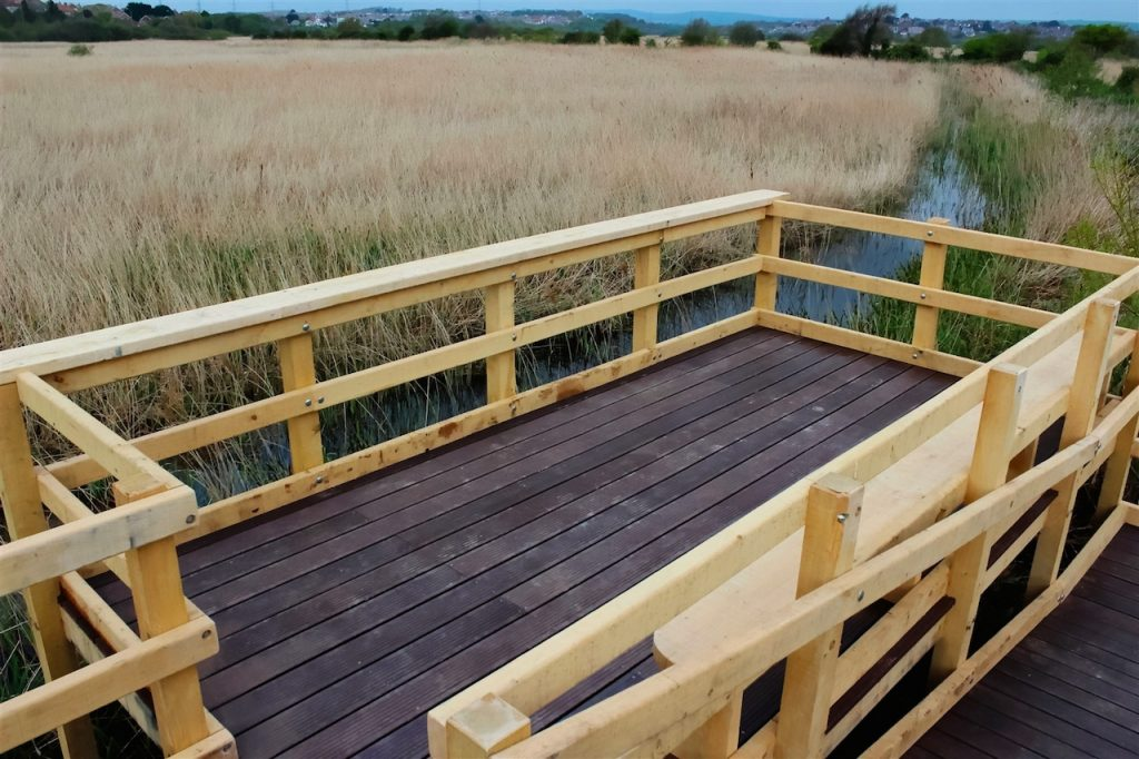 raised-accessible-wheelchair-friendly-viewing-platform-by-the-wild-deck-company