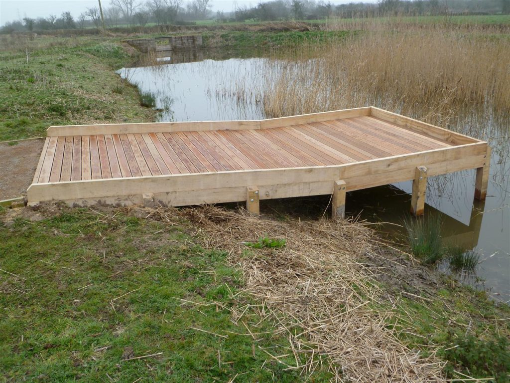 simple-open-pond-dipping-platform-at-newport-by-the-wild-deck-company
