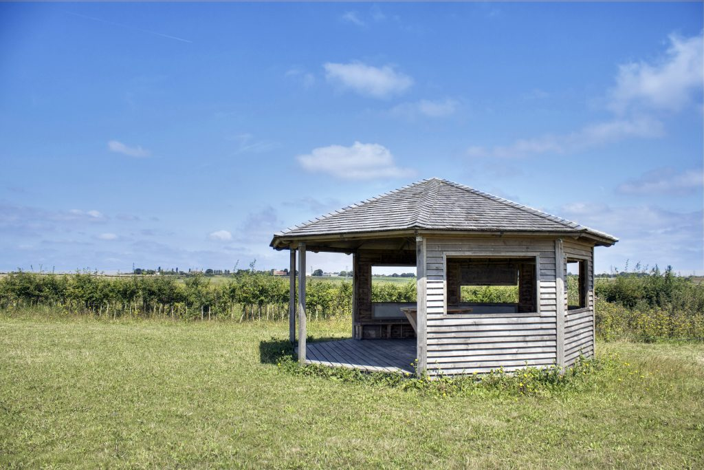 site-visit-side-view-octagon-bird-hide-childrens-visitor-information-centre-abberton-reservoir-essex-wildlife-trust